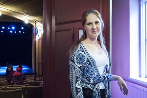 Jessica Lindell Hörning som är danslärare och koreograf sköter ljud och ljus under föreställningarna.