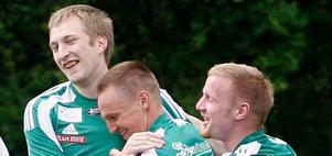 Jubel. Arto Ojutkangas (vänster) firar sitt 1-0-mål mot Sifhälla tillsammans med Johan Lindner och Kim Ringström. Franke vann med 3-0.