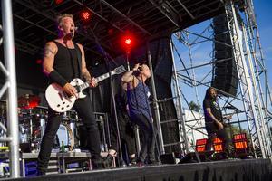Mattias Larsson, Robert Pettersson och Tomas Wallin ville inför spelningen inte berätta ifall de skulle spela bandets kanske mest kända hit