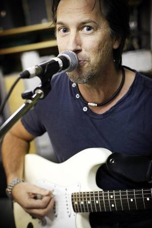 – Det blir en kavalkad av det vi kört tidigare och även några nya låtar, säger Roger Hansson