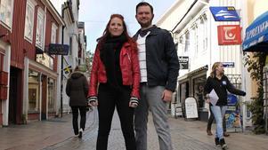 Kajsa Robin och Niclas Sandin vill att Norrtälje kommun uppmärksammar hbtq.