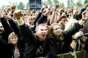Sabato sjöng nationalsången i en egen version tillsammans med publiken på Sweden Rock.