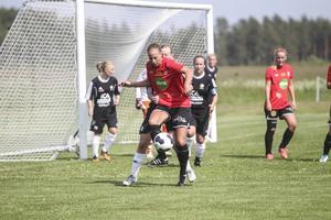 Moheds Ida Östlund i ett av otaliga anfallsförsök efter paus när Brynäs vände på matchen med två mål inom loppet av några minuter.
