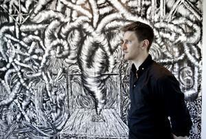 TARMIGT. Viktor Rosdahl har inspirerats av ett martyrskap i väggmålningen som sprider inälvor över hela Konstcentrum.