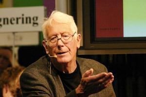 I dag gratulerar vi den ständigt pigge och aktuelle Carl-Göran Ekerwald, som fyller 90 år!
