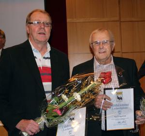 Ted Olows och Rolf Engström får årets ledardiplom.