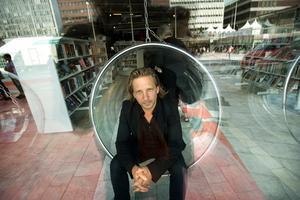 Eric Sjöström, tidigare chef och konstnärligt ledare för Kulturhuset i Stockholm, ska utreda kulturen i Södertälje.