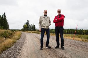 John-Erik Eriksson och Jan Isaksson från Arbrå-Undersviks vindkraftfond har varit med från början, när verken bara fanns på planeringsstadiet. Nu snurrar verken och ger klirr i kassan till föreningar i bygden.