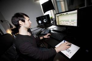 Britt i exil. Engelske stjärnproducenten Matt Hyde sitter och knegar i en liten studio i Gävle.