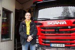 Lars-Erik Söderberg, på räddningstjänsten i Långshyttan, är kritisk till det nya avtalet men vill avvakta och se hur det slår.