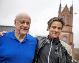 Tomas Bolme och Erik Ehn som far och son Söderblom. Söderblomspelet ges i Trönö kyrka i sommar.