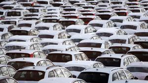 Antalet nygregistrerade bilar under 2016 slog nytt rekord. Totalt 372300 nya bilar registrerades i Sverige under året som gick.