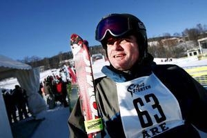 """""""Jag är så glad att jag kom ner"""", säger Patrik Sunding som till sist fick chansen att känna på ett åk hela Frösön ner."""