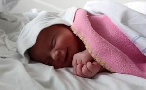 Den här flickan, snart fyra månader, fick ett av de populäraste namnen i Norrtälje 2013.
