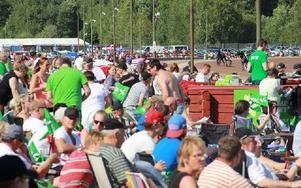 Omkring 9 000 personer hade löst entré till travet i Rättvik när V75-tävlingarna avgjordes där i lördags. Foto: Eric Salomonsson
