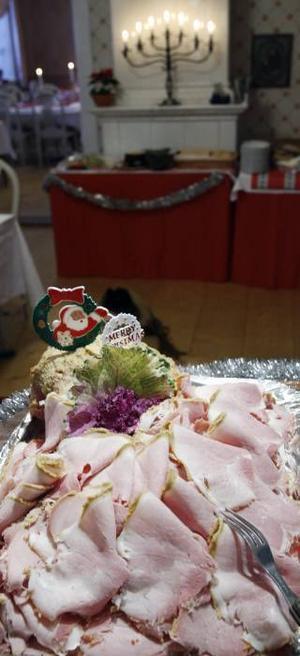 Sammanlagt har det gått åt 130 kilo julskinka som hungriga julbordsgäster stoppat i sig.