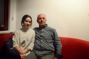 Rojin Duman och hennes pappa Sefik Duman, har liksom många andra kurder i Borlänge, släktingar i Turkiet som nu förtrycks av militären.