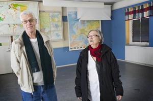 Bosse Jangren och Eivor Eriksson på återbesök i en av sina gamla undervisningssalar.