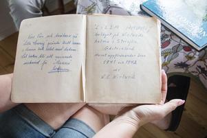 Dagbok har förts ända sedan ön beboddes. Här är de absolut första sidorna, skrivna av gammelmorfar Emanuel Winlund.