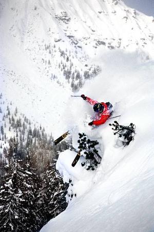 Freeride. Kaj tävlar bland annat i Big Mountain Pro och i Verbier Xtrem. Lavinläget har hittills under säsongen varit stabilt. Foto: JERK LOOMAN.