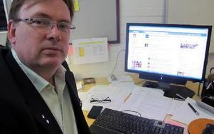 -- Polisen är viktiga som markörer i samhället, säger Per Madsen som startat facebook-gruppen
