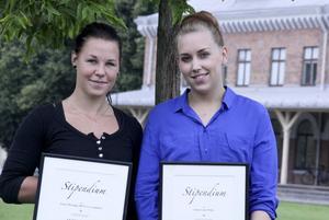 Unga företagarna Jonna Wiström och Cajsa Ståhl får 15 000 respektive 10 000 kronor ur Paul Brändströms fond.