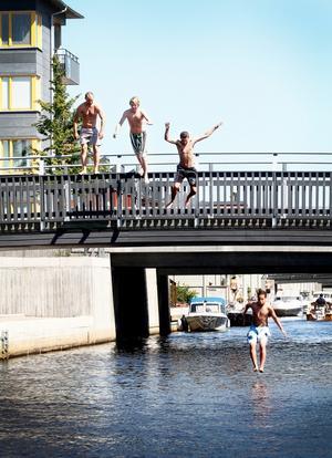 Ett problem med badet vid Gävle Strand är att botten inte är anpassad för bad.