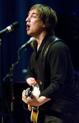 Pop och rock. Joacim Carlsson i A Yellow Sideshow, ett band med pop och rock på repertoaren.