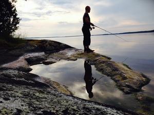En fiskekväll med en fantastisk utsikt över vattnet. Foto: Madeleine Flood Nilsson