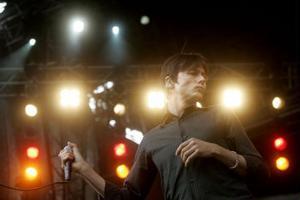 Suedes stjärna  Brett Anderson nu med nya The Tears som gjorde en medioker spelning på Hultsfred.