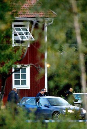 År 2004 rymde Tobias Jardeberg från Mariefredsanstalten. Tillsammans med en annan fånge, Åke Martinsson, tog han en vårdare som gisslan.