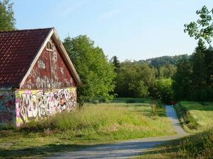 Den här miljön på Frösön finns inte längre. Området omvandlas till Frösö Ängar med villabebyggelse.