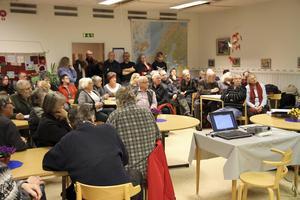 Många kom för att framföra sin kritik om besparingarna på biblioteket.