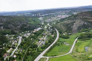Besluten om en tunnel genom Åsberg, till vänster om E4 på bilden, låter vänta på sig.