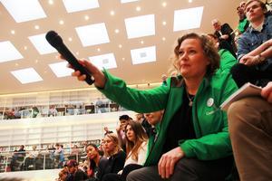 Camilla Sparring (C) var en av åhörarna som gjorde inlägg i debatten.
