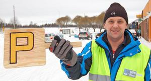 –En mer positiv publik får man leta efter, säger Lars Händemark, ansvarig för parkeringen.