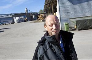 Platschef Göran Bäckström fick snabbt ta beslut att stoppa produktion och i stället starta en räddningsaktion.