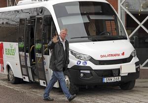 – Vi börjar med två fordon i Hedemora och Ludvika. I plan finns att ta in 20-30 elbussar nästa år att placeras i andra kommuner som här i Borlänge och i Falun, som exempel, säger produktionschef Bengt Benjaminsson, Dalatrafik.