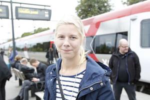 Lina Halvarsson, 21 år, kock, Edsbyn.– Jag ska till Arlanda och sedan vidare till Italien. För tågresan har jag betalat 370 kronor, jag bokade biljetten för en vecka sedan.