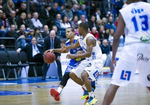 Eric Mosley och Jämtland Basket spelar premiär i kväll.