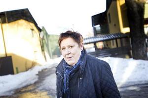 Eva Holmberg är orolig för att det ska hända hennes barnbarn någonting.