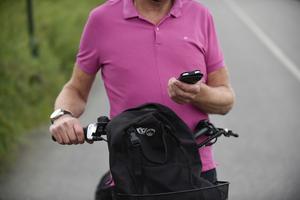 Cykling och  mobiltelefonanvändande hör knappast ihop.