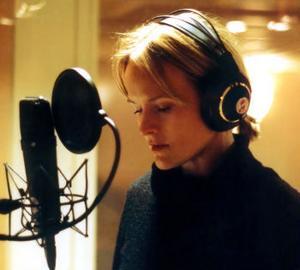 Samtliga låtar på CajsaStina Åkerströms nya skiva är förstatagningar - hon har velat få in livekänslan i inspelningen.