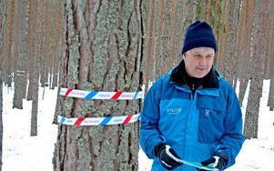 Nu ska det ändras. Rottnebyskogens naturreservat ska utvecklas från produktionsskog till artrikt friluftsområde. – Det blir en trevligare skog med olika träd, säger naturvårdaren LarsOlov Winge.         FOTO: PETTER JERDÉN