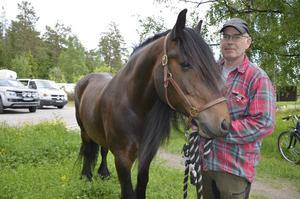 Hans Holm kom på tredje plats i klassen stor häst med sitt sto Primela.