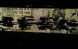 Bandet U2 med sångaren Bono under konserten i Globen i Stockholm på onsdagen.