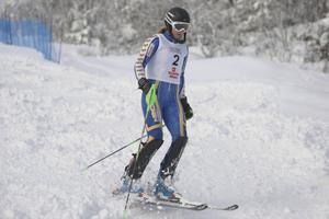 Fjolårsvinnaren Tessan Berglund körde tidigt ur det andra åket i hemmatävlingen Järvsöslalom.