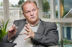 Göran Brorsson är upprörd över att den motion Kristdemokraterna fick igenom 2006 inte effektuerats förrän nu – och att Socialdemokraterna tar åt sig äran för tanken med trygghetsboenden.