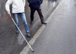 Allra svårast blir den nya färdtjänstupphandlingen för de rörelsehindrade personer som behöver bärhjälp.