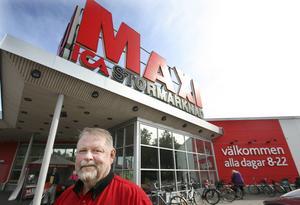 Claes-Göran Rydberg är i dag styrelseordförande medan sonen Henric Rydberg är vd för Ica Maxi i Sandviken.